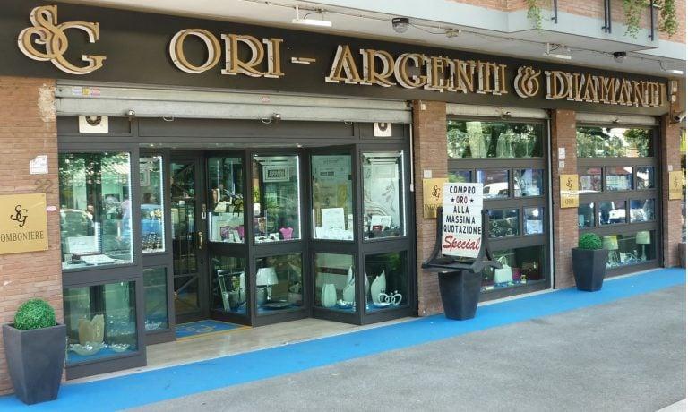 vetrina esterna gioielleria SG Ori Argenti e Diamanti